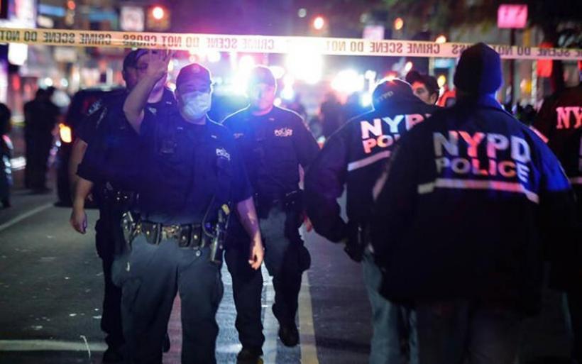 Αστυνομικός πυροβολήθηκε στη Νέα Υόρκη και ένας ακόμη μαχαιρώθηκε στο Μπρούκλιν