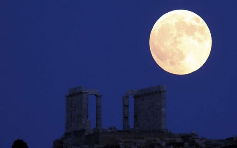 Απόψε που 'χει ολόκληρο φεγγάρι: Πανσέληνος σήμερα, Παρασκευή και 13