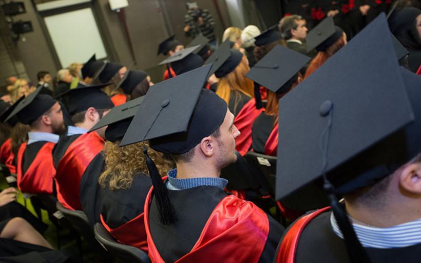 Άγριο ξύλο μεταξύ γονέων σε τελετή αποφοίτησης