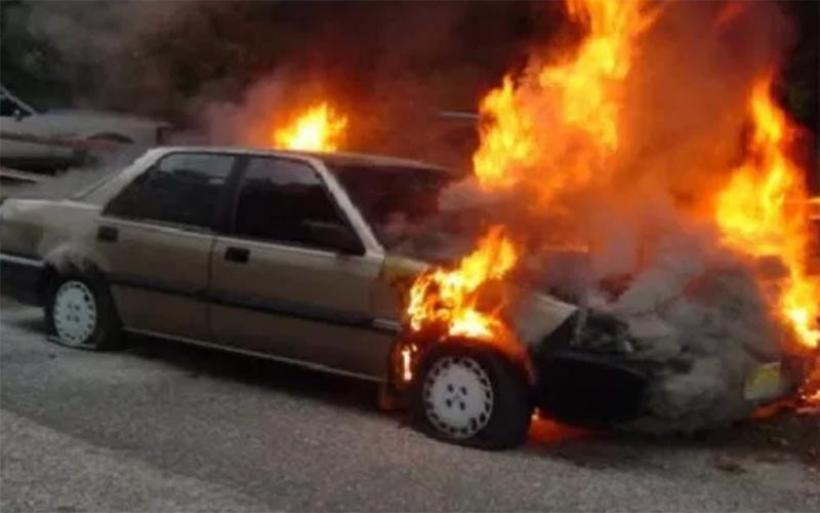 Κάηκε ολοσχερώς αυτοκίνητο στον κόμβο Μικροθηβών