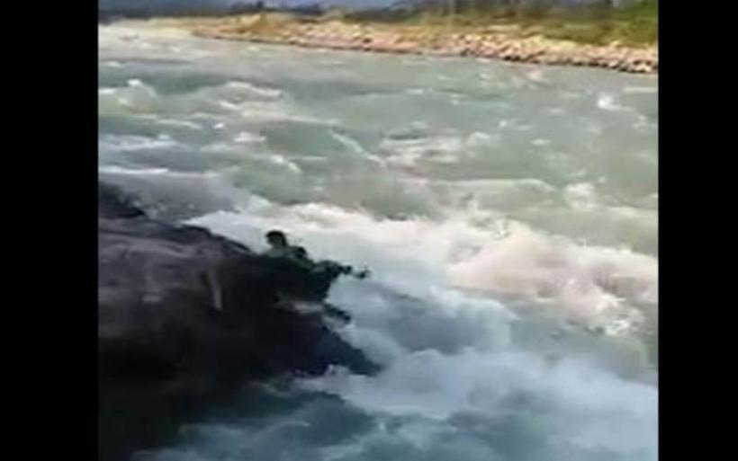 Σοκαριστικό βίντεο: Η στιγμή που ένας 19χρονος πνίγεται σε ποτάμι