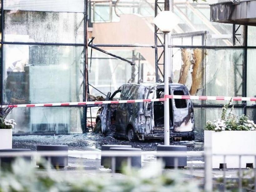 Ολλανδία: Φορτηγάκι έπεσε στα γραφεία της De Telegraaf- Διέφυγε ο οδηγός