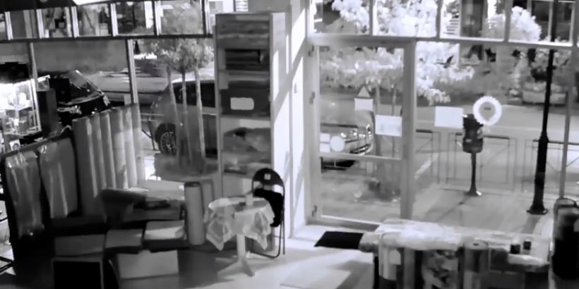 Καρέ-καρέ η διάρρηξη σε κατάστημα με χαλιά στη Θεσσαλονίκη