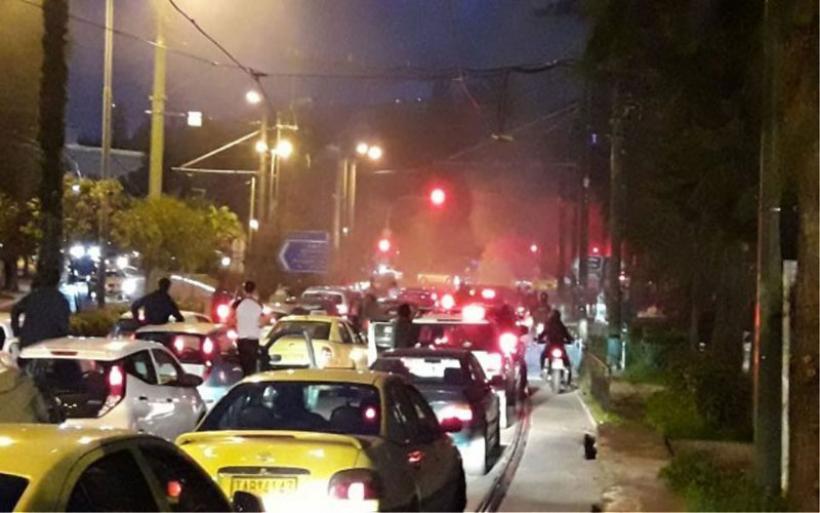 Κυκλοφοριακό κομφούζιο στο Ζάππειο: Φορτηγάκι τυλίχθηκε στις φλόγες