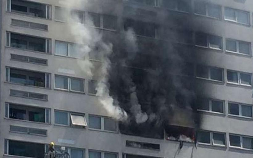 Μεγάλη φωτιά σε πολυώροφο κτήριο στο Λονδίνο