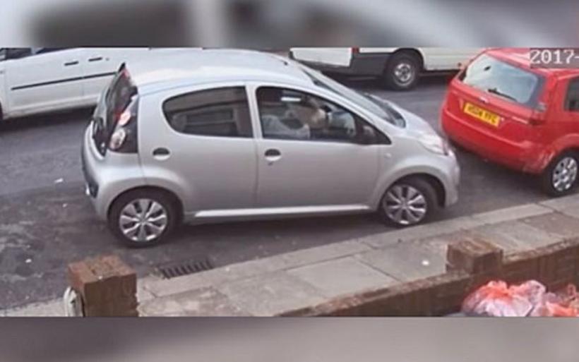 Oδηγός είχε 9 μέτρα να παρκάρει, προσπάθησε 7 φορές και τελικά έφυγε