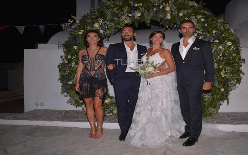 Σάκης Τανιμανίδης – Χριστίνα Μπόμπα: Το φωτογραφικό άλμπουμ του λαμπερού γάμου τους στην Σίφνο!
