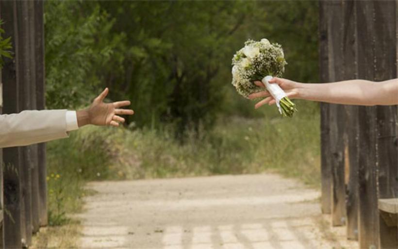 Νύφη έδιωξε γαμπρό και κουμπάρο λόγω απιστίας! Ακύρωσε τον γάμο, έκανε το γλέντι!