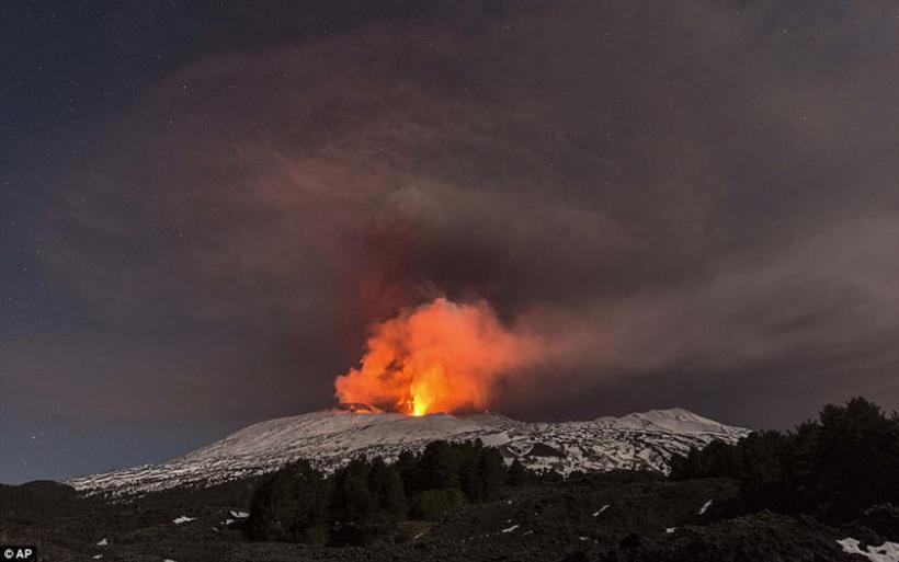 Ρεπόρτερ του BBC καταγράφουν έκρηξη της «βασίλισσας» των ηφαιστείων και τραυματίζονται