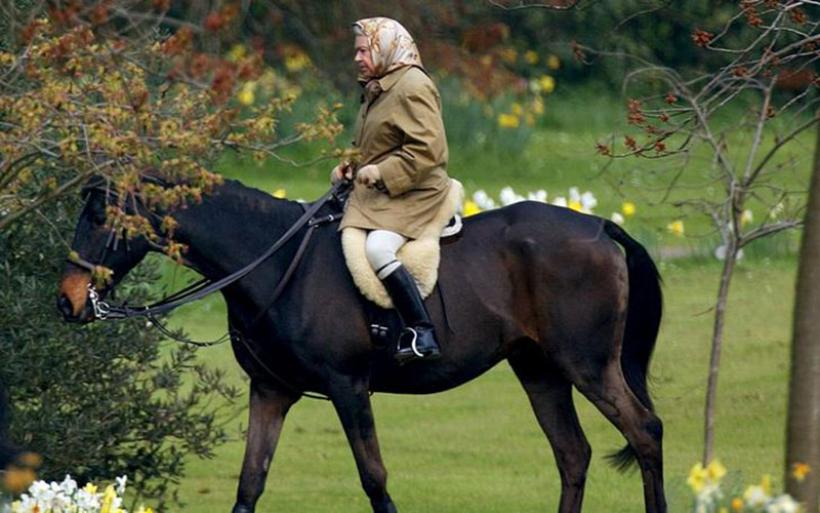 Η Ελισάβετ κάνει ακόμα ιππασία στα 90 της - δεν εγκαταλείπει το χόμπι της