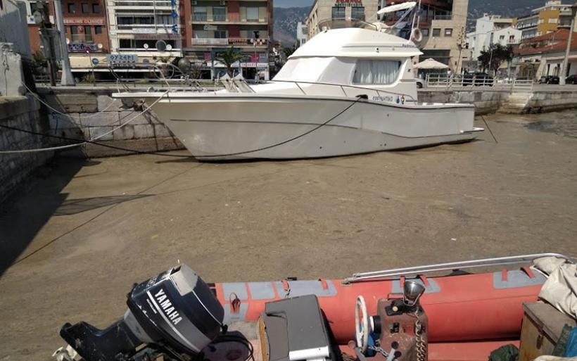 Απομακρύνεται σήμερα το φυτοπλαγκτόν από το λιμάνι του Βόλου με ενέργειες του ΟΛΒ