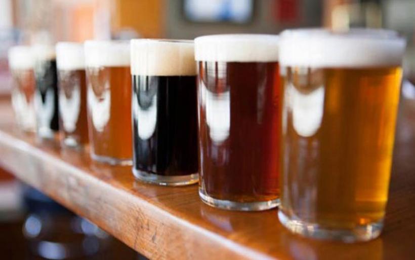 Δύο αλκοολούχα ποτά τη μέρα πίνει ο μέσος Ευρωπαίος και κινδυνεύει από καρκίνο του εντέρου