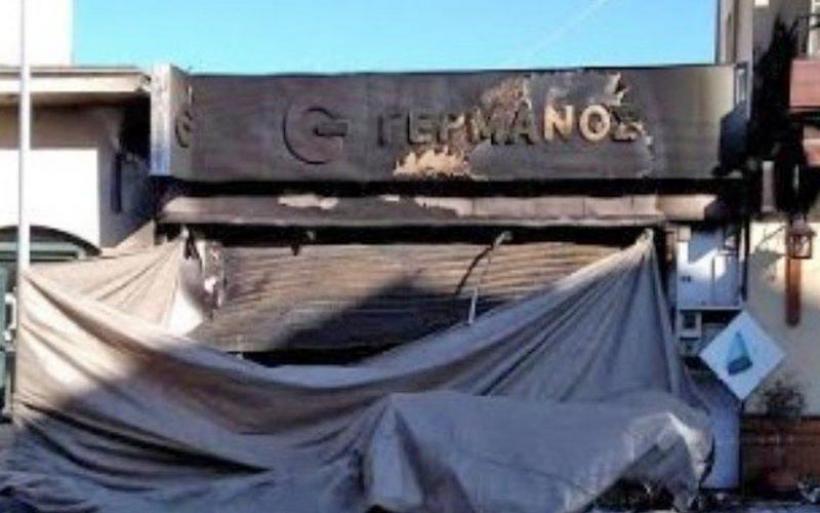 Καταστράφηκε ολοσχερώς από φωτιά κατάστημα κινητής τηλεφωνίας στη Νέα Ιωνία Βόλου