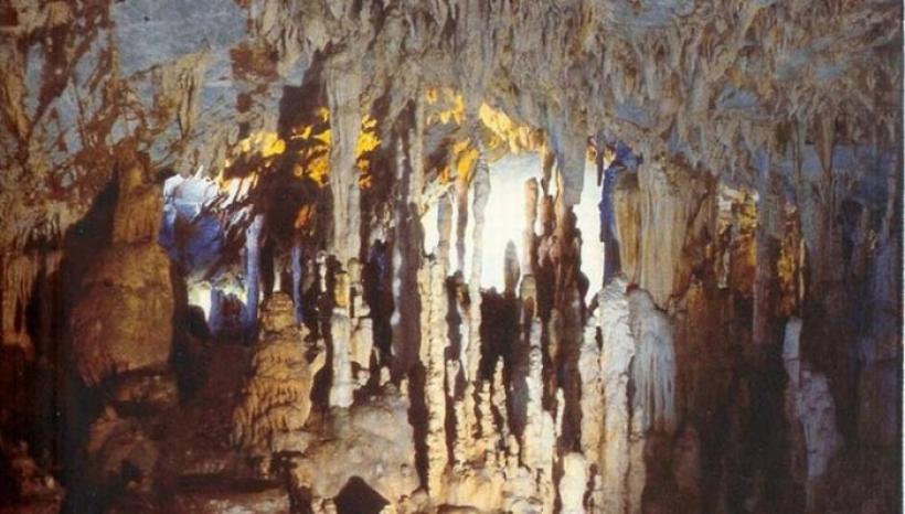 Τα ωραιότερα, γνωστά και άγνωστα σπήλαια στην Ελλάδα