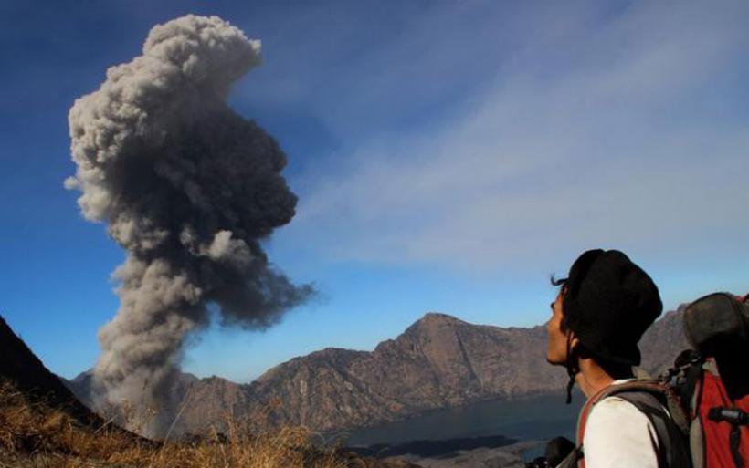 Τρέχουν να βρουν καταφύγιο στο Μπαλί λόγω του ηφαιστείου