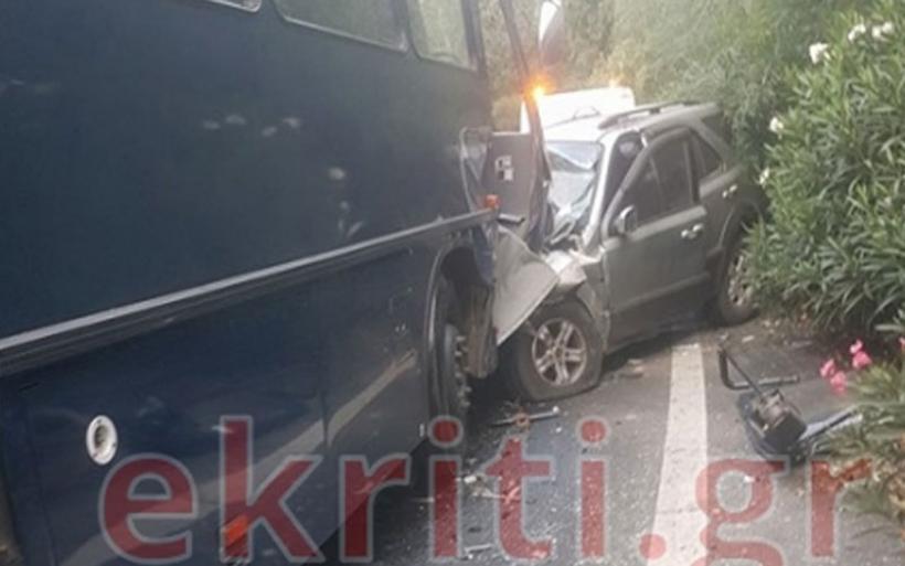Σοβαρό τροχαίο με την εμπλοκή λεωφορείου της Αεροπορίας στην Κρήτη
