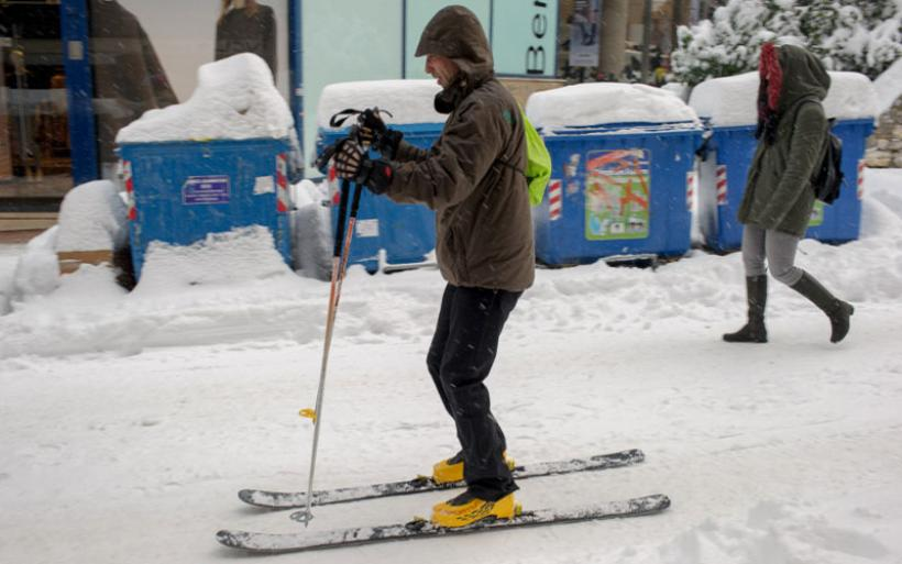 Μετά από 5 μέρες ο χιονιάς υποχωρεί αφήνοντας προβλήματα και ταλαιπωρία