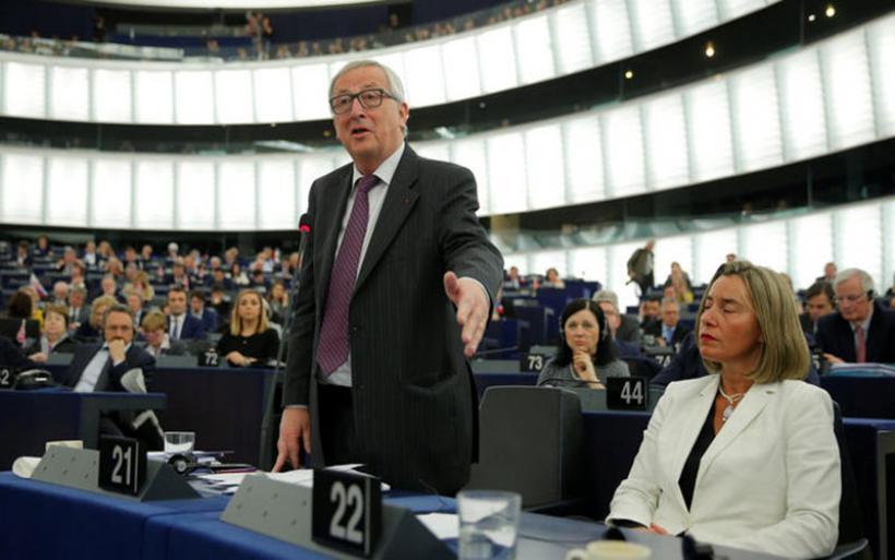 Γιούνκερ: Δεν θέλω να δω τον πόλεμο να επιστρέφει στα Βαλκάνια