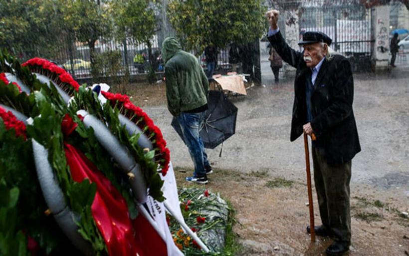 """Ο χρόνος """"λύγισε"""" τον Μανώλη Γλέζο - Σε στενό οικογενειακό κύκλο και δημοσία δαπάνη η κηδεία"""