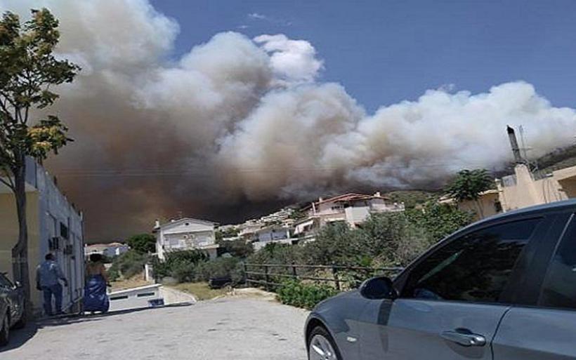 Κεχριές Κορινθίας: Κοντά σε σπίτια η φωτιά - Εκκενώθηκαν οικισμοί και κατασκήνωση