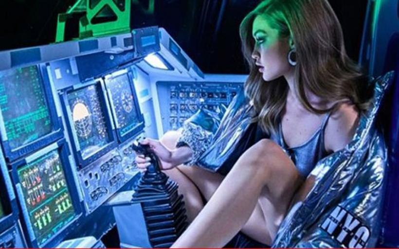 Η εντυπωσιακή φωτογράφιση της Gigi Hadid στο…διάστημα