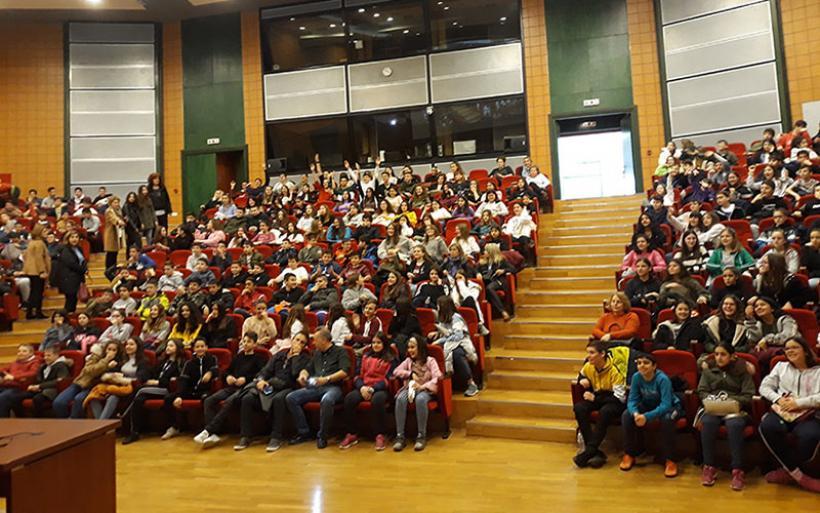 Το Γυμνάσιο Ευξεινούπολης στην Ιατρική Λάρισας – Ενημερώθηκαν για την ασφαλή χρήση του διαδικτύου