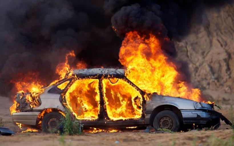 Ξαναχτύπησε ο πυρομανής της Πάτρας: Έκαψε και όγδοο όχημα, ενώ η αστυνομία συνέλαβε έναν αθώο