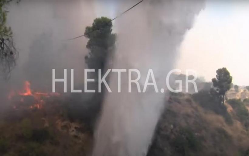 Ελικόπτερο που επιχειρούσε στη φωτιά στις Κεχριές περιέλουσε με νερό κάμεραμαν (vid)