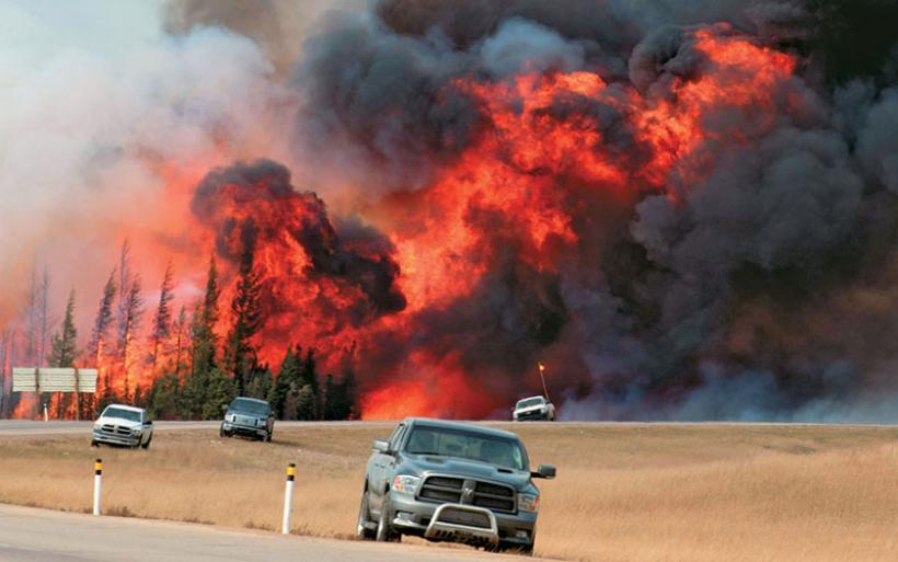 Καίγεται ο Καναδάς - Τουλάχιστον 40.000 άνθρωποι εγκαταλείπουν τα σπίτια τους
