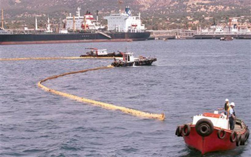 Βύθιση δεξαμενόπλοιου: Σε εξέλιξη σχέδιο αντιμετώπισης ρύπανσης στον Σαρωνικό