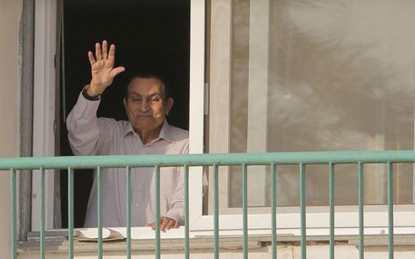 Ελεύθερος ο Χόσνι Μουμπάρακ μετά από έξι χρόνια φυλάκισης