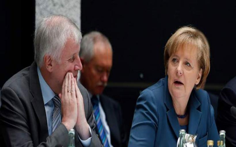 Προθεσμία 2 εβδομάδων δίνει στη Μέρκελ ο Ζέεχοφερ για ευρωπαϊκή λύση στο προσφυγικό