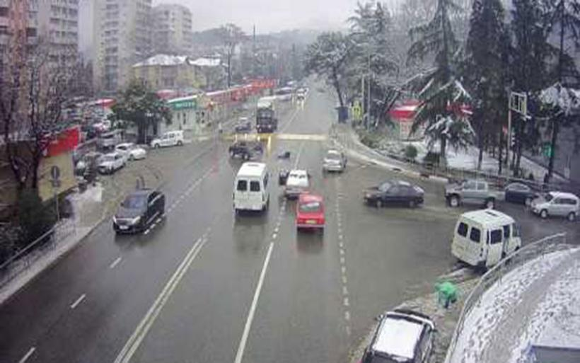 Τράκαρε, εκτοξεύθηκε από το αμάξι και αυτό πάρκαρε μόνο του! (video)