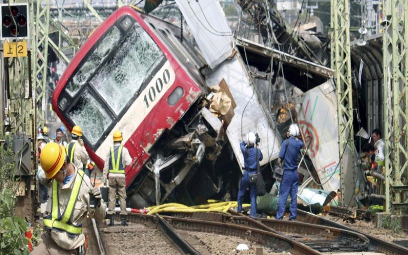 Ένας νεκρός, 34 τραυματίες από την σύγκρουση τρένου με φορτηγό στην Ιαπωνία
