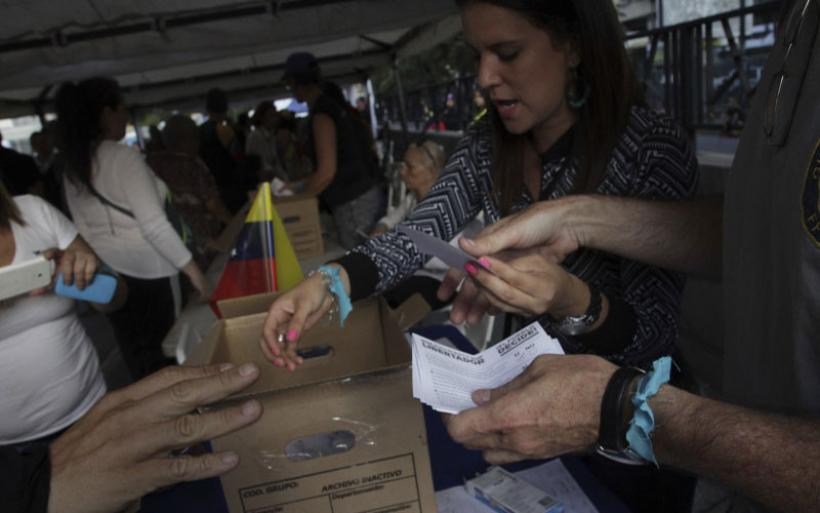 Βενεζουέλα: 7,2 εκατομμύρια πολίτες κατά του Μαδούρο-Μια νεκρή απο τα επεισόδια στο ανεπίσημο δημοψήφισμα