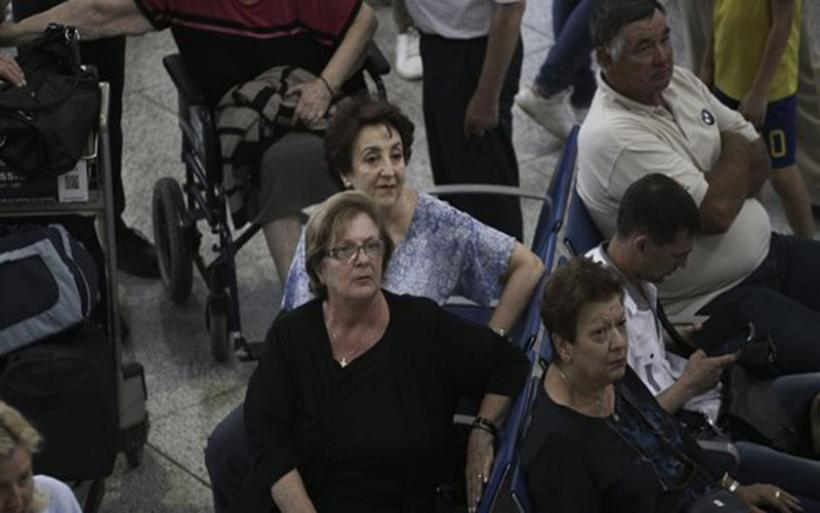 Χάος και μεγάλες καθυστερήσεις από τα νέα μέτρα ελέγχου σε σύνορα και αεροδρόμια