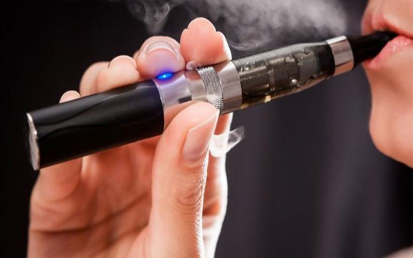 H πρώτη ελληνική αντίδραση ατμιστών για το θάνατο από ηλεκτρονικό τσιγάρο