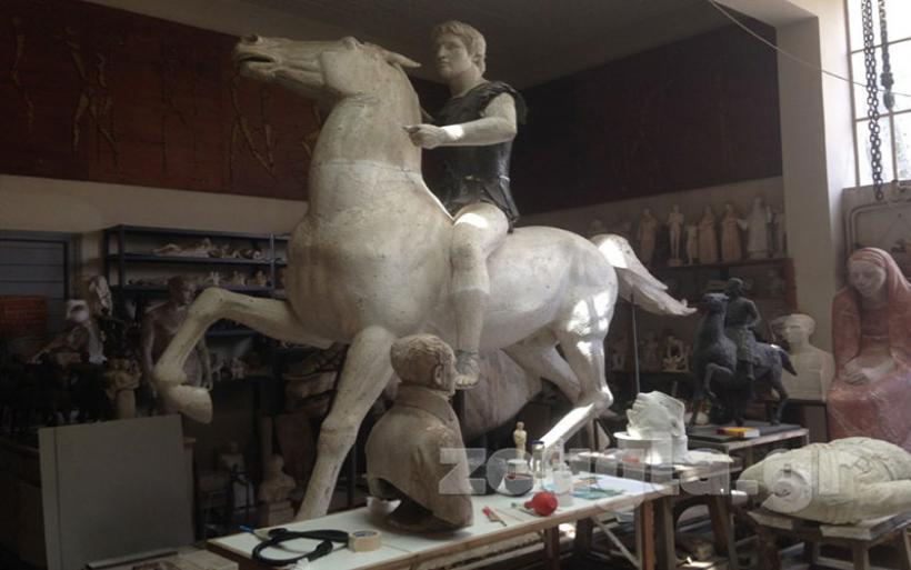 Το άγαλμα του Μεγάλου Αλεξάνδρου που φιλοτεχνήθηκε από τον γλύπτη Γιάννη Παππά