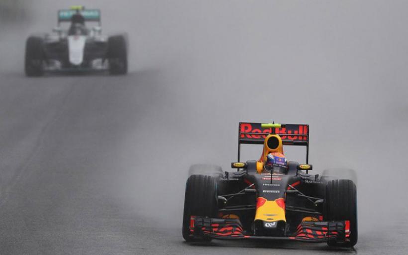 Απίστευτο οδηγικό ρεσιτάλ στη βροχή από τον Max Verstappen