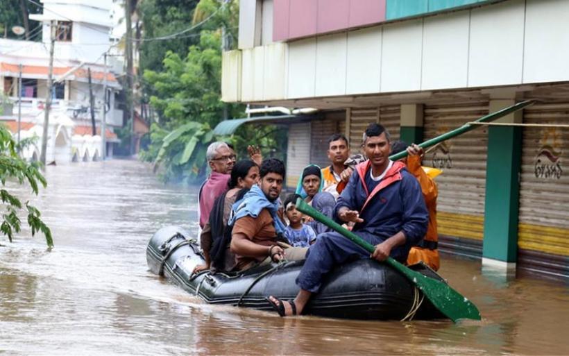 Ινδία: Πάνω από 1.000 οι νεκροί από τις πλημμύρες και τις κατολισθήσεις των φετινών μουσώνων