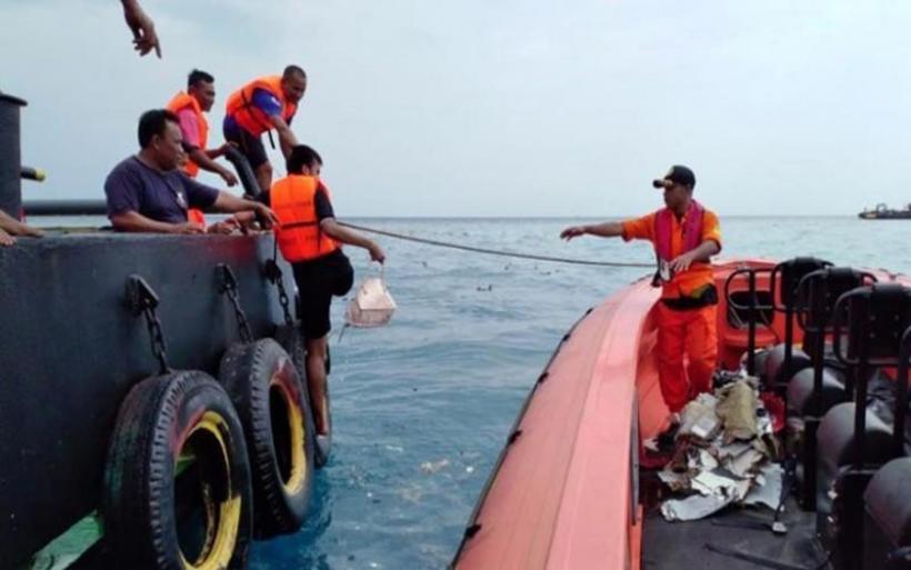 Ένοπλες δυνάμεις Ινδονησίας: Βρέθηκε η άτρακτος του Boeing που έπεσε