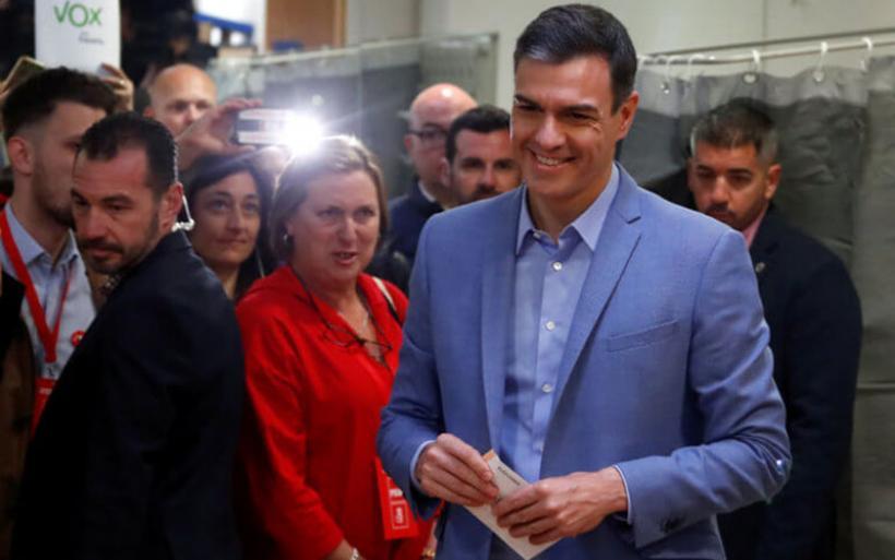 Ισπανία: Τα σενάρια για την επόμενη ημέρα μετά τη νίκη των Σοσιαλιστών του Σάντσεθ