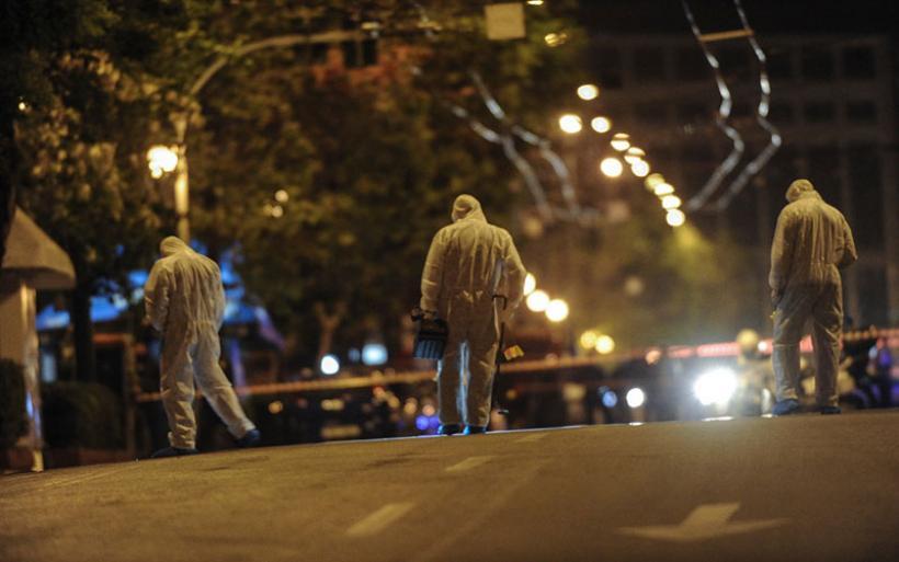 Μεγάλες υλικές ζημιές από την έκρηξη βόμβας έξω από γραφεία τράπεζας στο κέντρο της Αθήνας