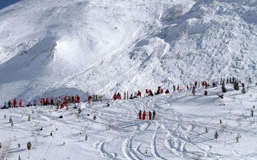 Χιονοστιβάδα έπληξε χιονοδρομικό στις Άλπεις - Δεκάδες άτομα θαμμένα στο χιόνι