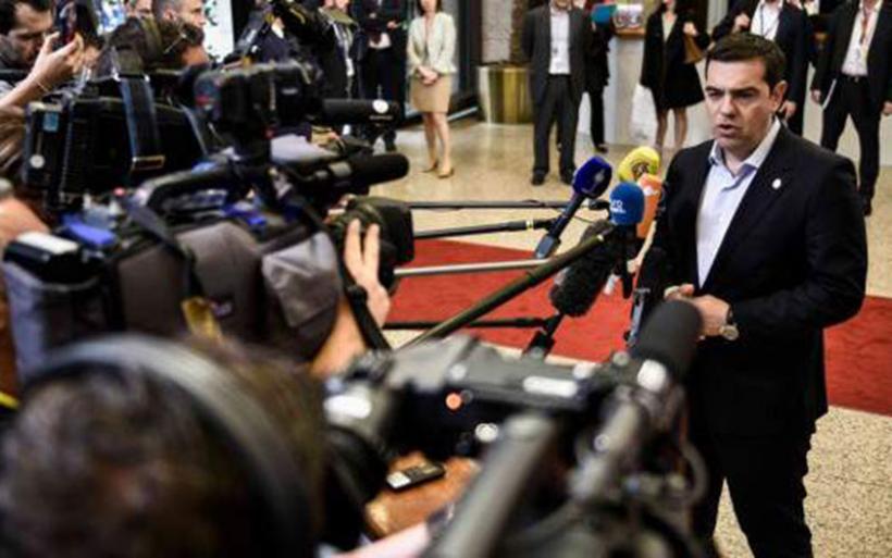 Στις Βρυξέλλες ο Τσίπρας: Πιέζει για συνολική συμφωνία