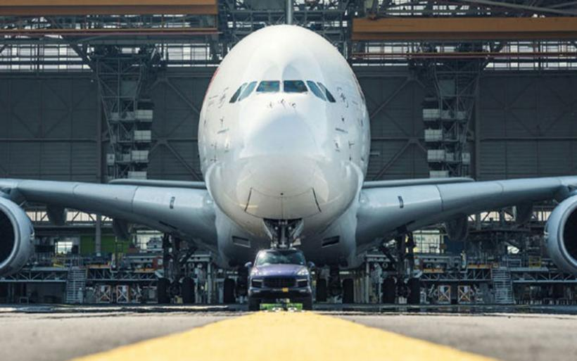 Η φημισμένη Porsche Cayenne τραβά ένα Airbus A380