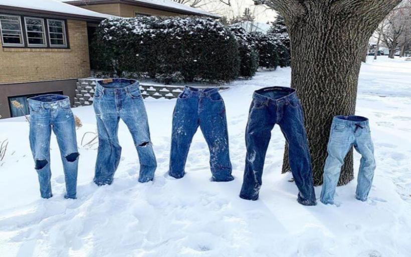 ΗΠΑ – πολικό ψύχος: Βγάζουν τα ρούχα τους στο κρύο και τα ανεβάζουν στα social media!