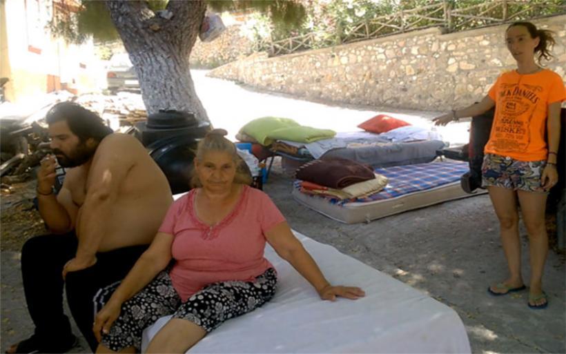 Eικόνες σοκ από τη Λέσβο: Σεισμοπαθείς κοιμούνται νηστικοί στους δρόμους, εγκαταλελειμμένοι στο έλεος του θεού