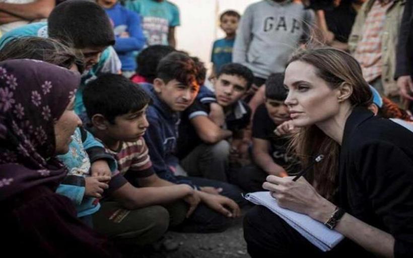 Στο Μπανγκλαντές η Ατζελίνα Τζολί- Επισκέπτεται καταυλισμούς Ροχίνγκια