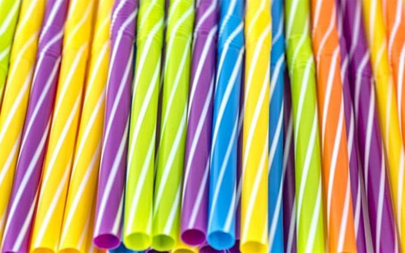 Τα επτά πλαστικά προϊόντα που θα απαγορευτούν μέχρι το 2021